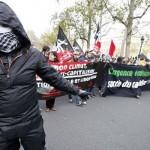۳ ویدئو از اعتراض صدها هزار نفر در پاریس و بازداشت خانگی بیش از ۳۰۰ فعال محیط زیست و عکس های تظاهرات بیش از ۵۰۰ آنارشیست و دستگیری ۵۰ نفر