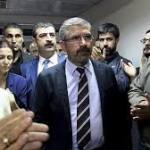 ۴ ویدئو مربوط به لحظه ترور و کشته شدن طاهر ایلچی، وکیل مشهور مدافع حقوق کردها در ترکیه