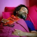 یغما گلرویی، شاعر و ترانهسرای آنارشیست،با هجوم نیروهای امنیتی به منزل وی ربوده شد