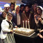 پاسخی به نظر محمدرضا گلزار راجع به مدافعان حرم سوریه و افتتاح رستوران چند میلیاردی اش