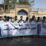 معترضان در هرات در مقابل کنسولگری ایران خواستار پیگرد عاملان توهین به پناهجویان افغان شدند + عکس