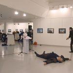 ویدئو و عکس های ترور و کشته شدن سفیر روسیه با فریاد الله اکبر یک پلیس ضدشورش ۲۲ ساله ترکیه