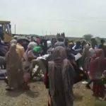 ویدئو : حمله مردم گرسنه به مواد غذایی فاسد نشان از عمق فاجعه ای است که دیر یا زود گریبان رژیم را خواهد گرفت