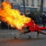 هزاران تن از جوانان عمدتا آنارشیست روز  اول ماه می در پاریس با پلیس ضد شورش درگیر شدند+ ۶ ویدئو
