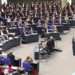 اولین جلسه پارلمان آلمان با حضور راستهای افراطی دو روز پس از تظاهرات ۴۵۰ هزار نفره مخالفان در برلین