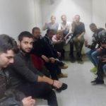 جوانان ایرانی ساکن آتن به نشانه ی حمایت و همبستگی خود با قیام مردم ایران، پرچم جمهوری اسلامی را از داخل سفارت رژیم به زیر آورده و آن را به آتش کشیدند