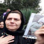مادر سهیل عربی را تنهایش نگذاریم ، در مقابل زندان تهران بزرگ سفره هفت سین پهن کرده است