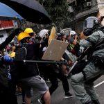 ویدئو : استفاده دانشجویان هُنگ کنگ در دفاع از خود و حمله به پلیس از تیرو کمان های ورزشی و منجنیق