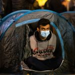 حمله وحشیانه نیروهای سرکوبگر پلیس فرانسه به مهاجران بی خانمان